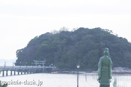 藤原俊成像と竹島(愛知県蒲郡市)