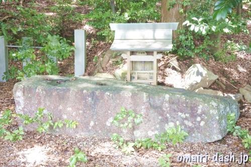 山口八幡社(愛知県瀬戸市)山口天神の牛石