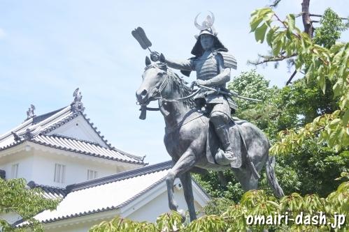 戸田氏鉄騎馬像(大垣公園)