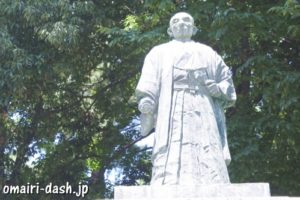 金森吉次郎の像(大垣城公園)