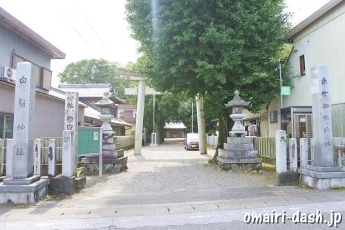 南宮御旅神社(岐阜県不破郡垂井町)参道入口鳥居