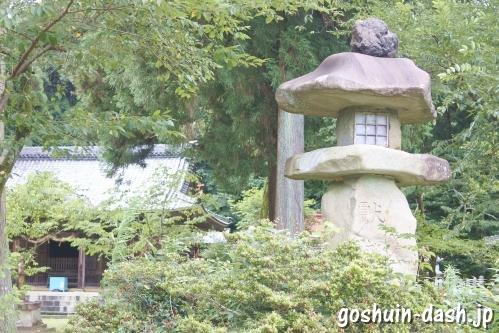 伊富岐神社(岐阜県不破郡垂井町)石灯籠