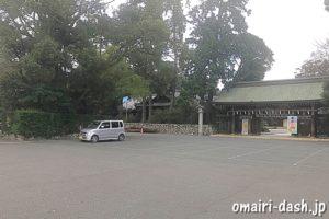 砥鹿神社(愛知県豊川市)表神門前駐車場