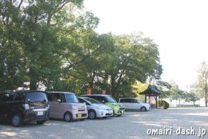 三好八幡社(愛知県みよし市)神門前の駐車スペース