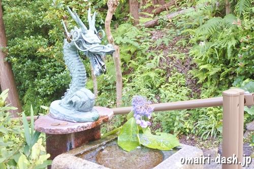 猿田彦三河神社(愛知県幸田町)本殿脇の手水舎