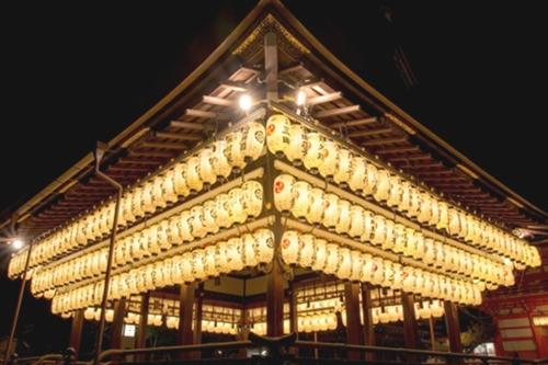 夜の舞殿(京都祇園八坂神社)