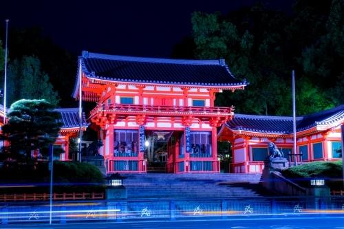 八坂神社(京都市東山区)ライトアップされた西楼門