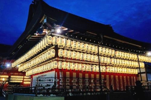 八坂神社(京都市東山区)夜の舞殿