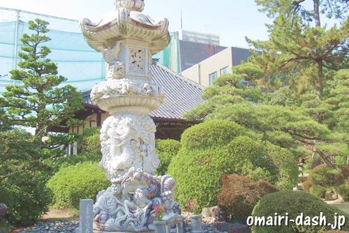 徳興山建中寺(名古屋市東区)龍の石燈籠