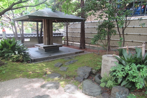 矢場地蔵清浄寺(名古屋市中区)苔庭・東屋