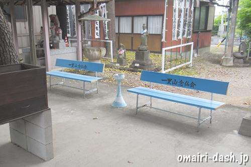 天目山密蔵院(愛知県刈谷市)大師堂前ベンチ