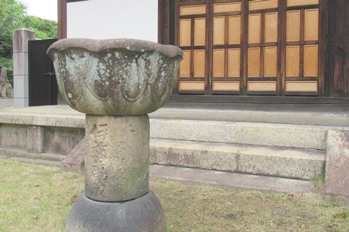 長母寺(名古屋市東区)開山堂前伊藤萬蔵奉納石物