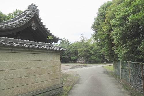 長母寺(名古屋市東区)駐車場入口
