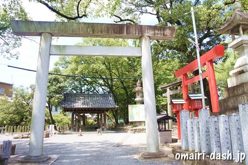 川原神社(名古屋市昭和区)駐車場入口(東鳥居)