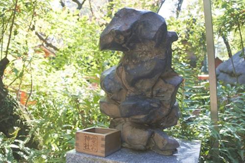 愛宕神社(東京都港区)招き石