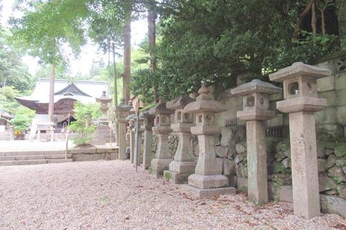 内々神社(愛知県春日井市)石灯篭