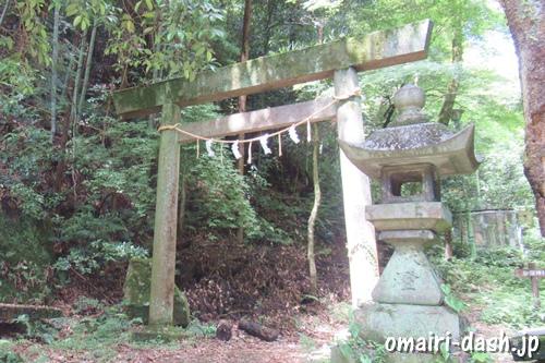 玉野御嶽神社(愛知県春日井市)鳥居と石灯籠