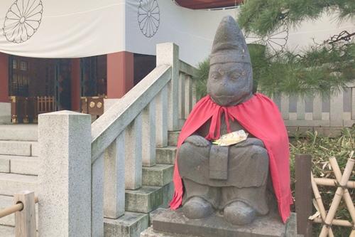 日枝神社(東京都千代田区)オスの神猿像(仕事運・商売繁盛)