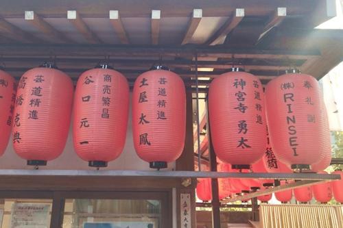 豊川稲荷東京別院(東京都港区)献灯提灯(ジャニーズ・キンプリ)