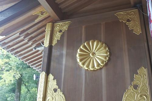 大國魂神社(東京都府中市)菊紋(随神門扉)